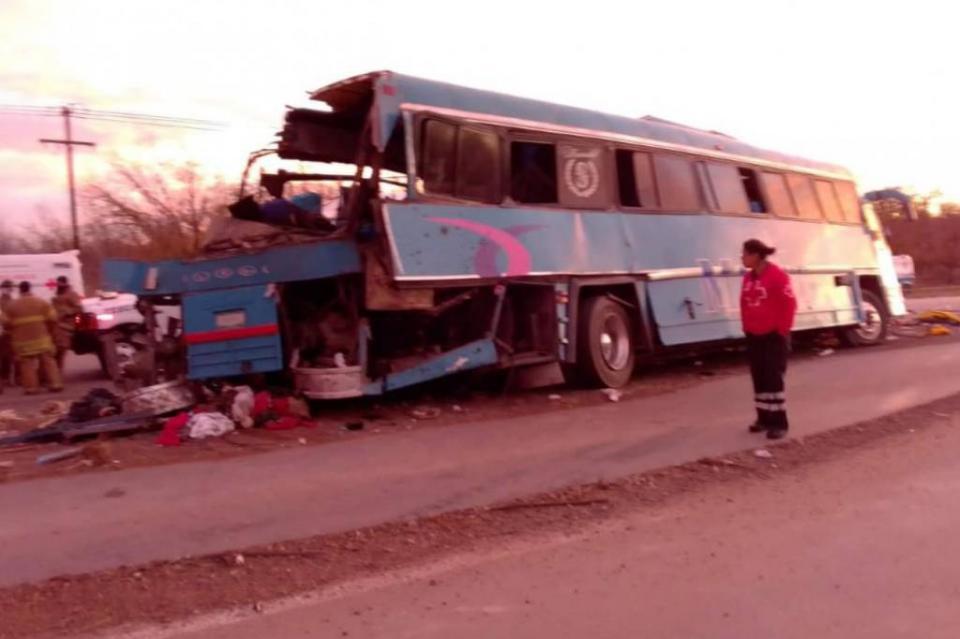 Volcadura de camión deja 10 muertos en Chihuahua