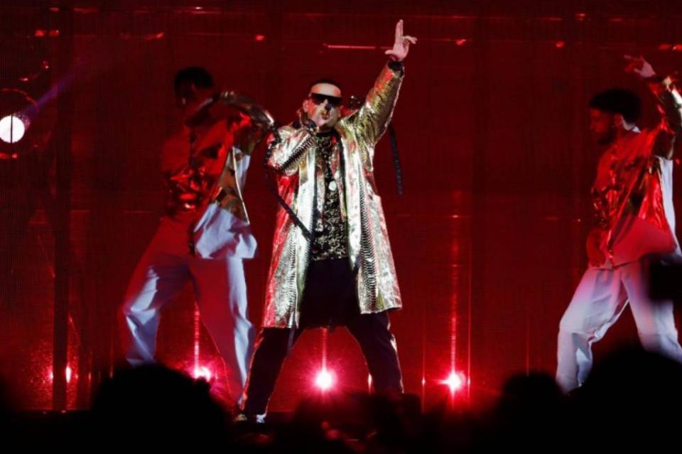 Rafaguean Coliseo de San Juan de Puerto Rico después de concierto de Daddy Yankee