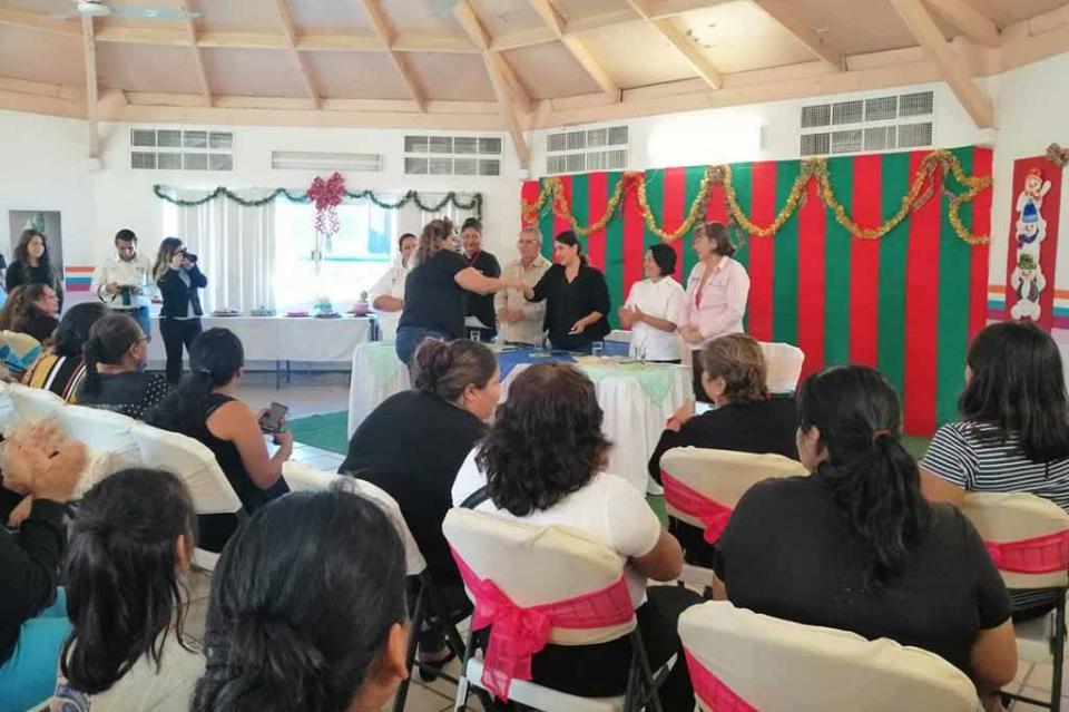 Clausuran cursos de capacitación en Centro de Desarrollo del SEDIF