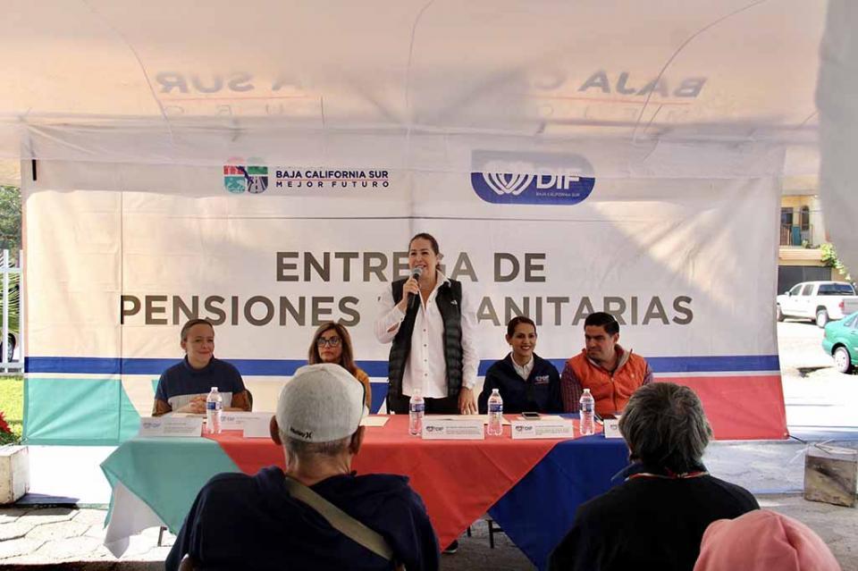 Entregó SEDIF pensiones a personas con discapacidad y adultos mayores