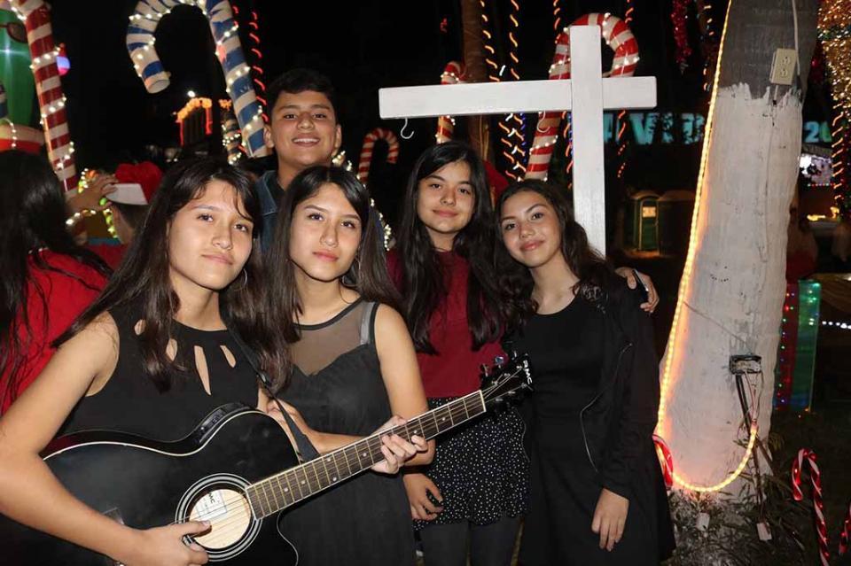 Participan alumnos de secundarias generales en etapa eliminatoria de canto