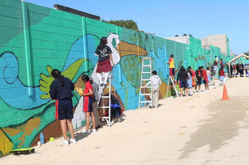 Pintan mural Estero Josefino más de 700 alumnos, docentes y padres de familia