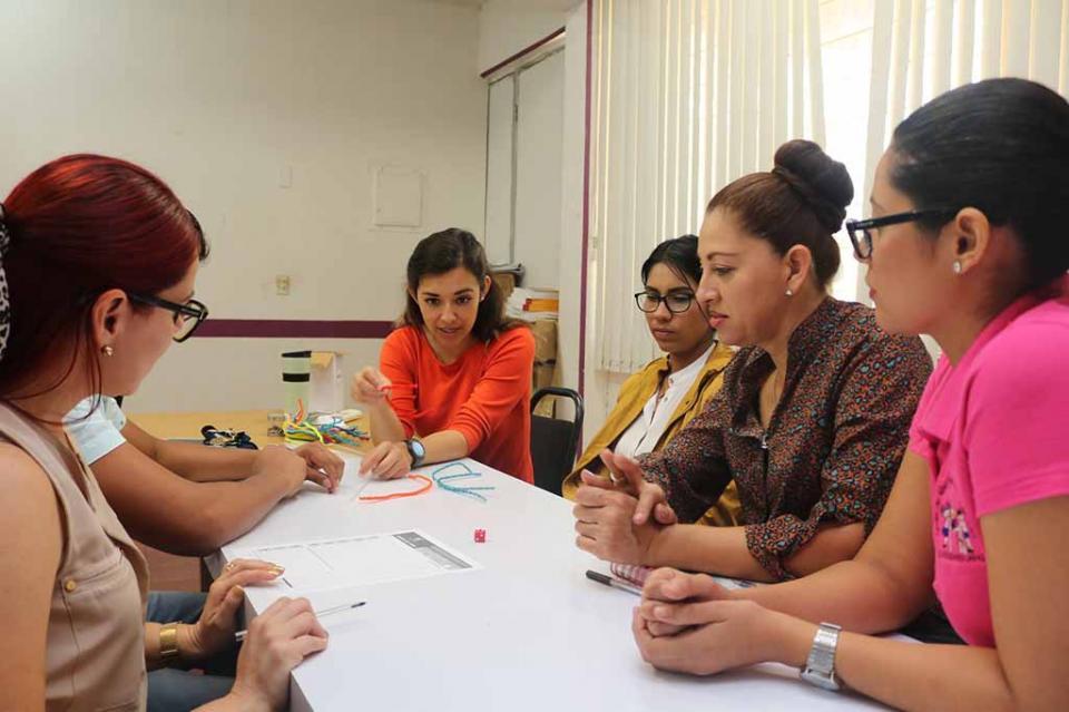 """Participan educadoras de La Paz en taller denominado """"Arquitectura Cerebral"""""""