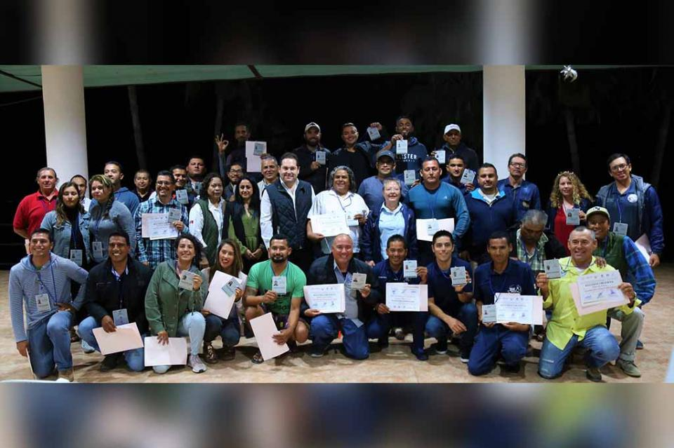 Entrega SETUES y CONANP credenciales a Guías y Capitanes de La Paz