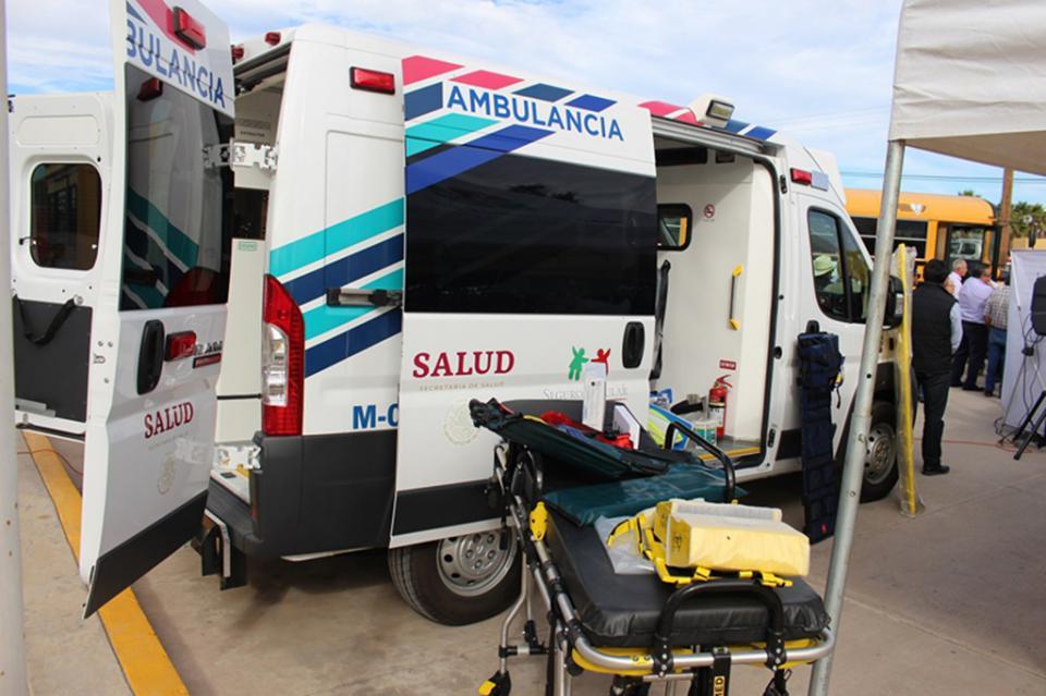 Entregan ambulancias nuevas a delegados municipales