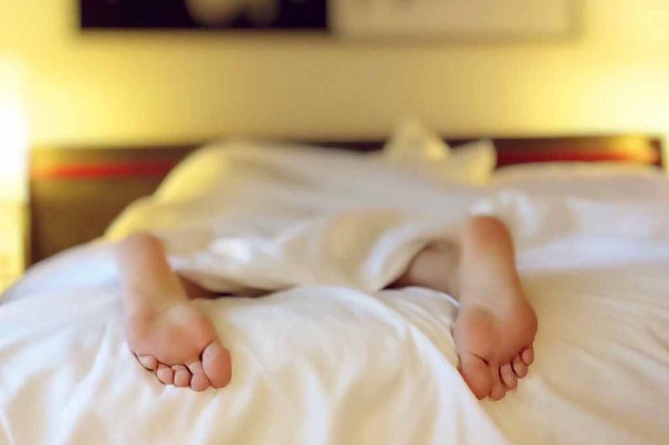 Dormir bien podría reducir riesgo genético de enfermedad cardíaca