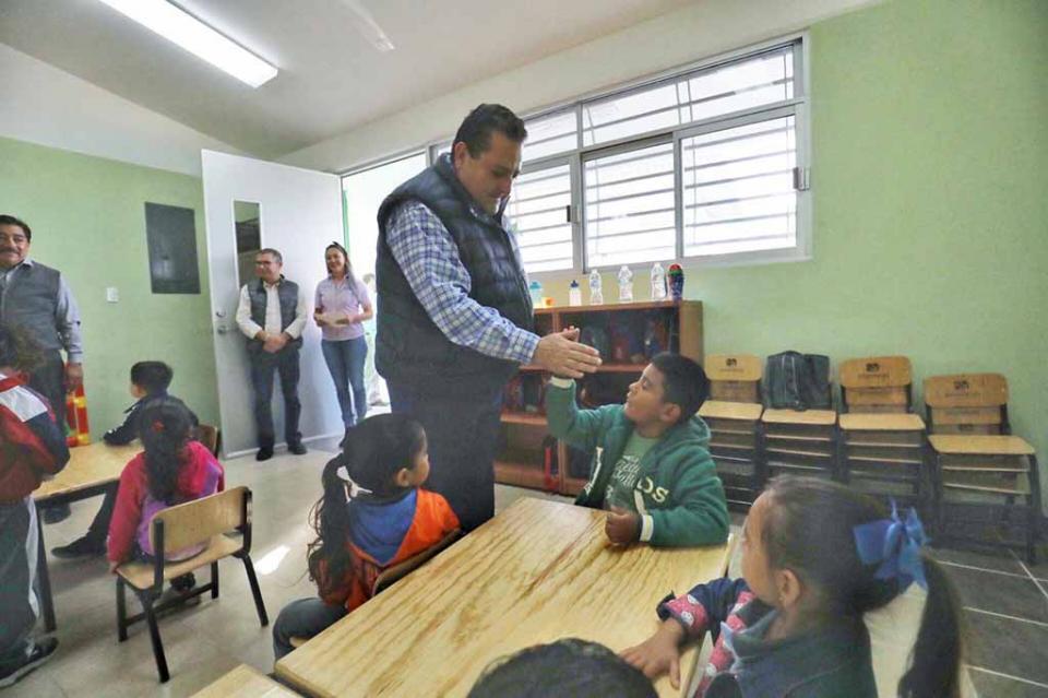 Entrega gobernador nuevo jardín de niños en La Paz