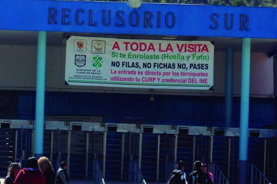 Fuga de narcos revive corrupción en prisiones de México