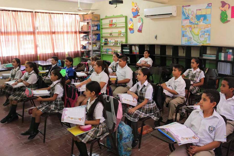 Reanudan labores 170 mil alumnos de básica y 15 mil trabajadores de la educación en BCS
