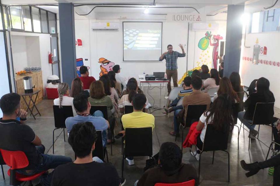 Casa del emprendedor ofrece taller a jóvenes sobre comercio digital