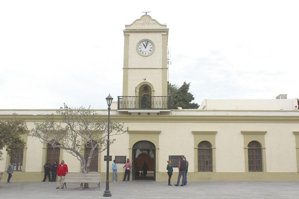 Solicita Canaco al Ayuntamiento descuentos por renovación de refrendos comerciales