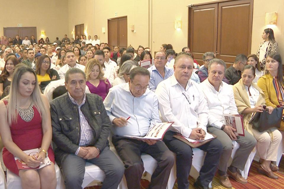 Capacitación y certificación de más de mil alumnos destaca Esteban Vargas
