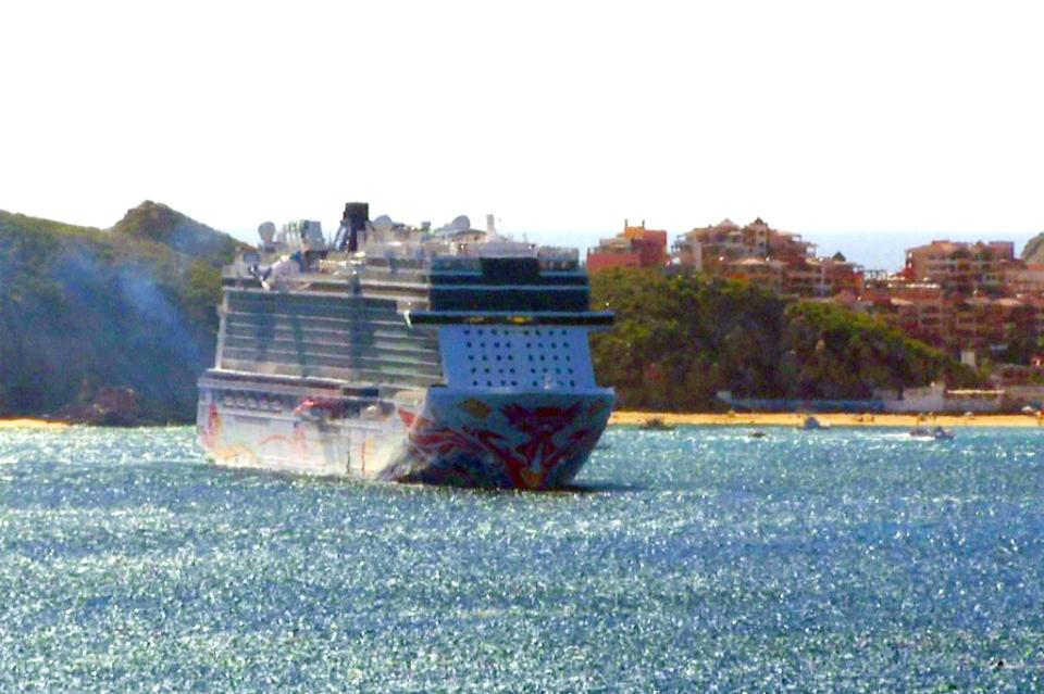Llega mega crucero a Cabo San Lucas y se esperan tres triples arribos en enero
