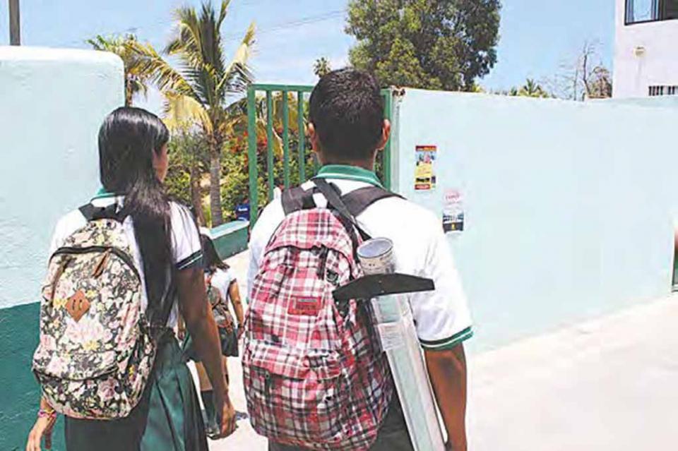 Beneficia club Rotario a 240 niños del centro de atención múltiple de Cabo San Lucas