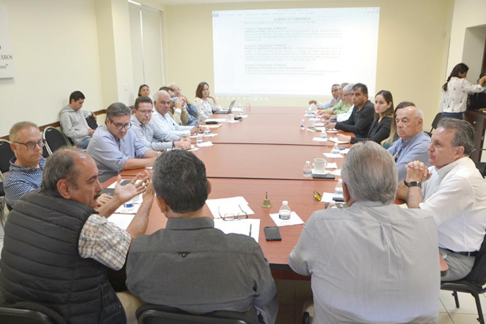 Revisa CCC con Tesorería y Oomsapaslc avance en trámites de segunda desalinizadora: Julio Castillo