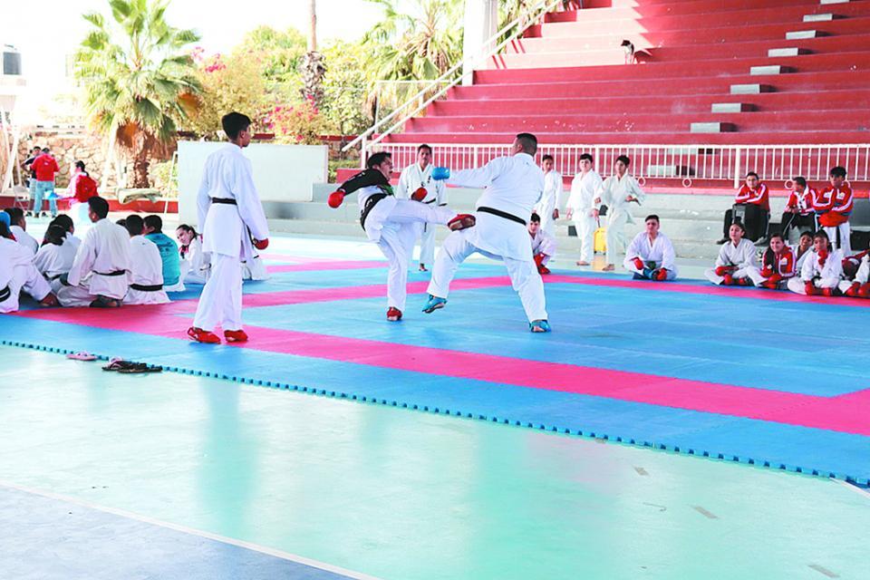 Cierra fuerte selectivo de karate para la competencia estatal