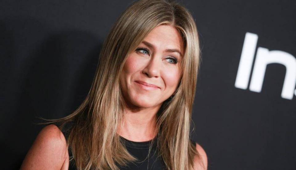 Jennifer Aniston celebra 51 años con portada de revista