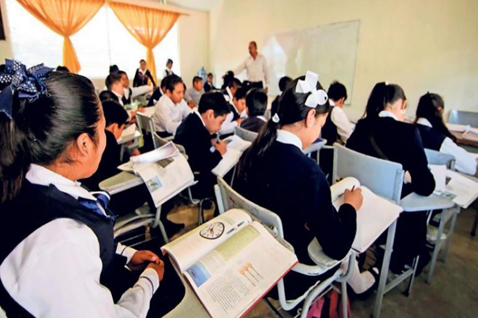 ¡Adiós a los puentes!; AMLO propondrá cambios en calendario escolar