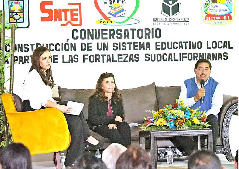 """Asisten al conversatorio """"Construcción  del Sistema Educativo Local"""""""