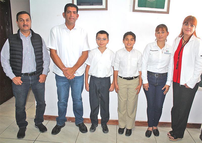 Nuevamente primaria Mauricio Pino Orozco logra los dos primeros lugares en Olimpiadas de Matemáticas por zona escolar