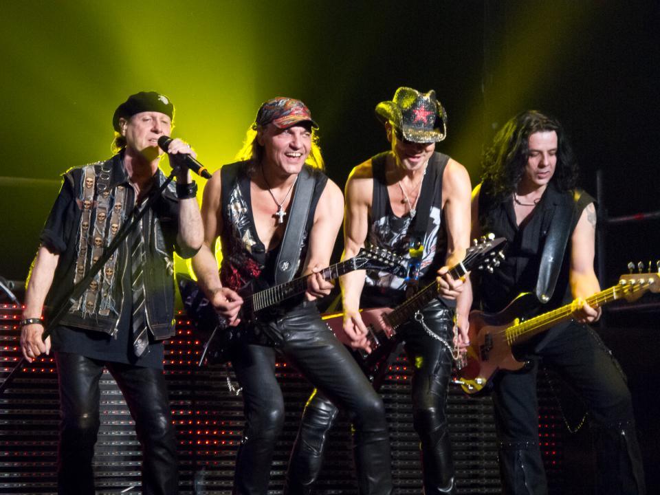 Vocalista de Scorpions es operado de emergencia