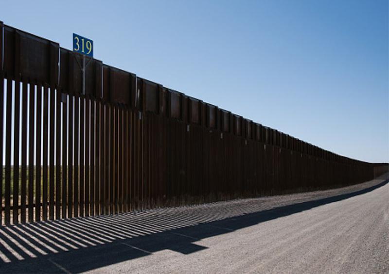 Impiden a Trump usar fondos militares para construir muro fronterizo