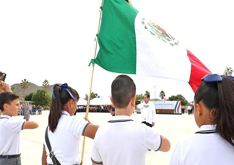 """Celebran """"Día de la Bandera Nacional""""  en La Paz"""
