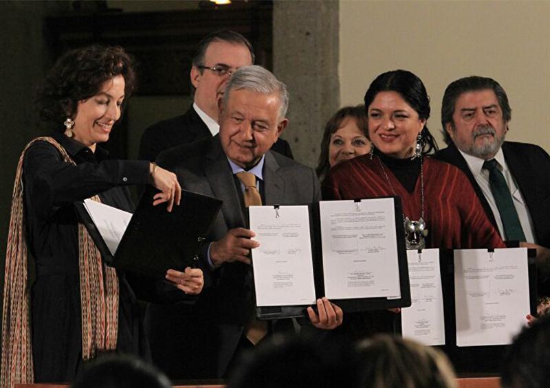 El Gobierno de México y la Unesco firman acuerdo para fortalecer lenguas indígenas