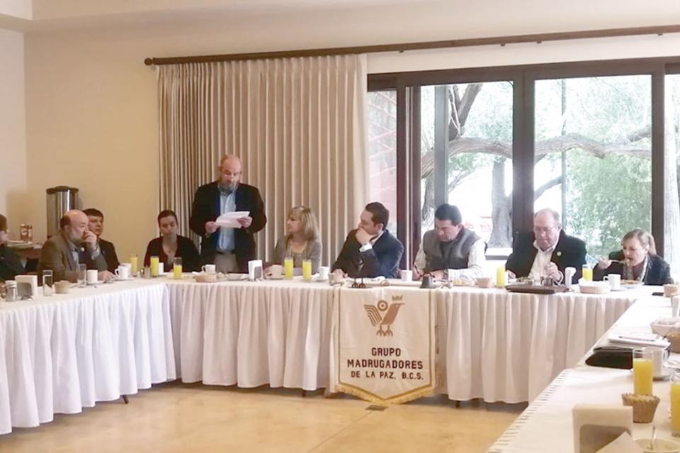 Toma protesta nueva directiva de Grupo Madrugadores La Paz