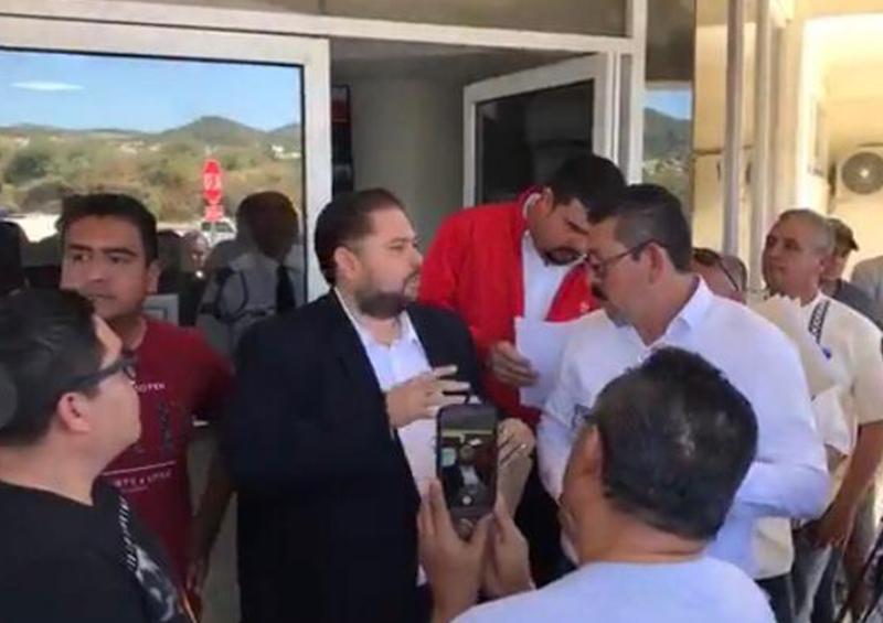 Trabajadores del sindicato de gastronómicos se manifiestan en oficinas de infonavit