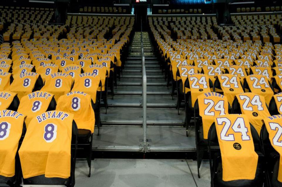 Los Lakers rinden homenaje a Kobe Bryant