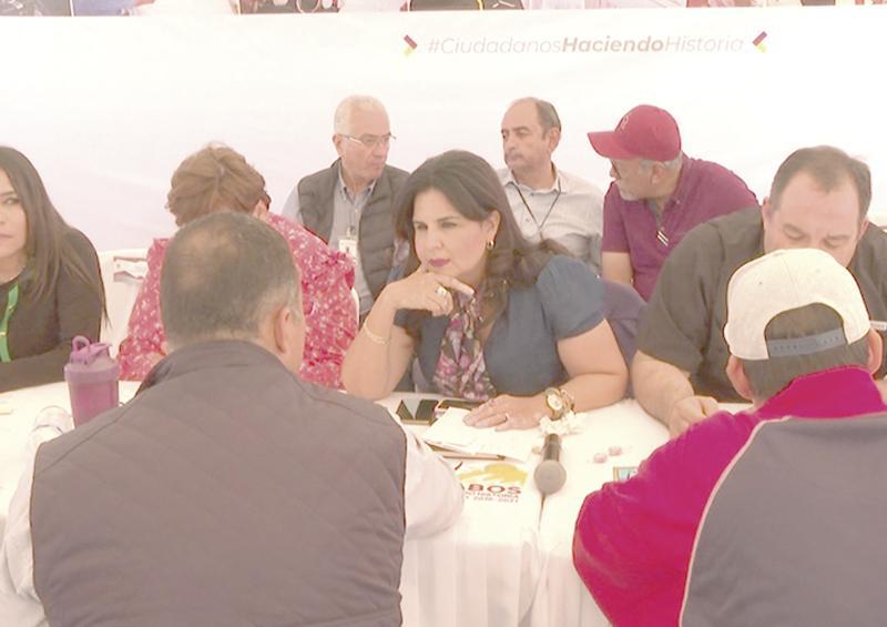 """""""Agua potable, tema de mayor demanda en audiencia pública de Lomas del Sol"""": Armida Castro"""