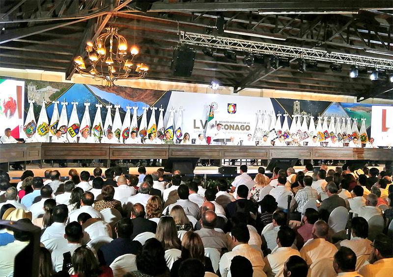 Rindió protesta Carlos Mendoza como presidente de Conago