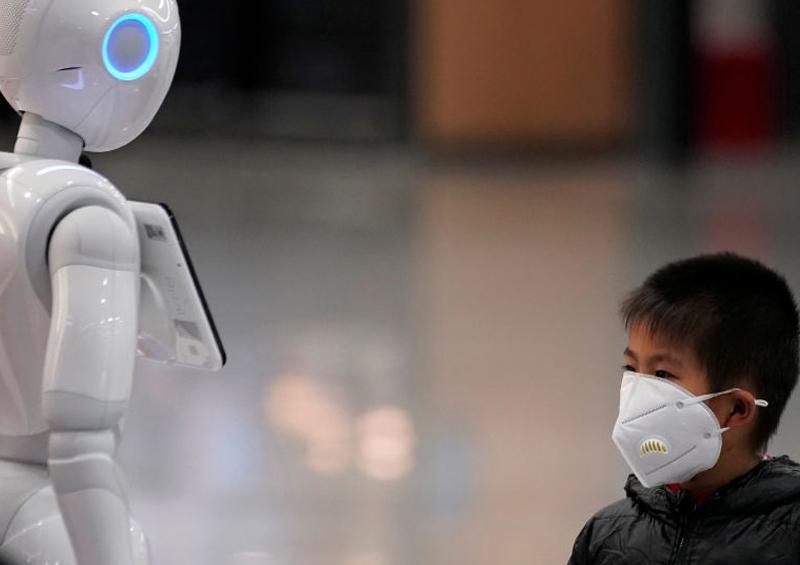 Robots ayudan a los médicos a combatir el coronavirus