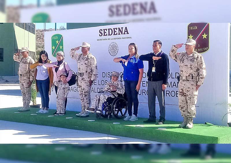 Lucía Burgoin y Emmanuel Zaragoza se convirtieron en Soldados Honorarios por un día