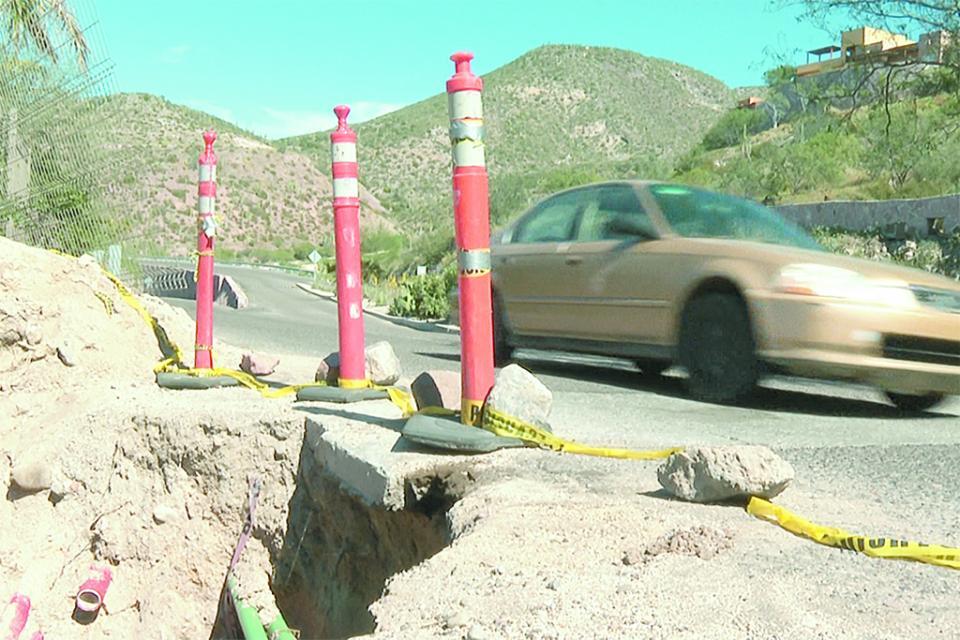 Alertan por enorme socavón en la zona turística de La Paz