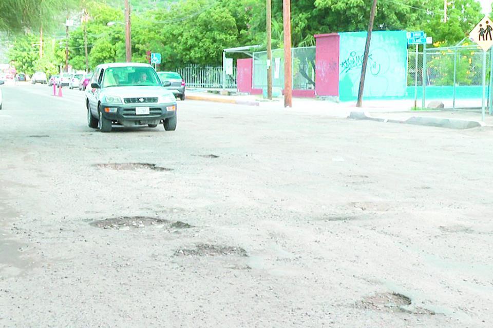 Atenderá Servicios Públicos Municipales 3,500  baches en La Paz con 60 toneladas de asfalto en frío