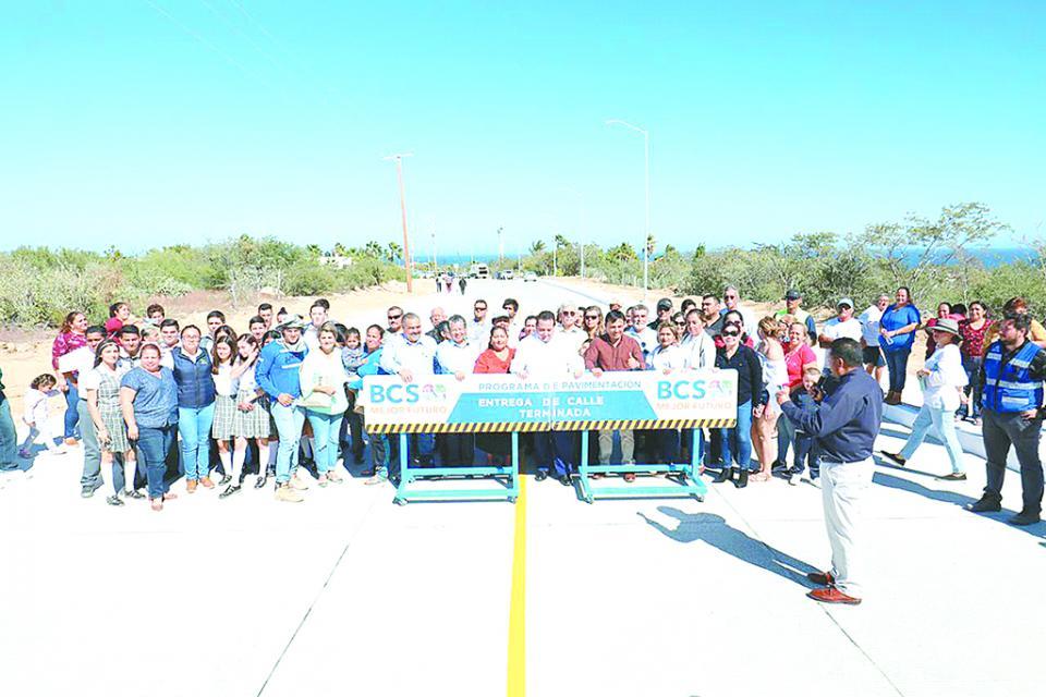 Entrega Gobernador pavimentación de la calle Antonio Verdugo en Los Barriles