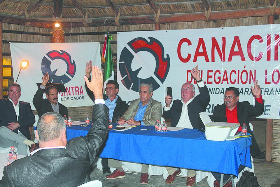 Por una cámara más unida  ante nuevos retos nacionales,  va nueva directiva de Canacintra  Los Cabos: Ricardo Davis
