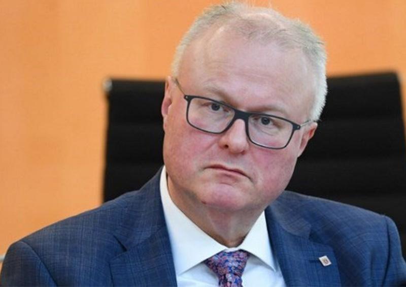 Presunto suicidio de Ministro estatal de finanzas alemán