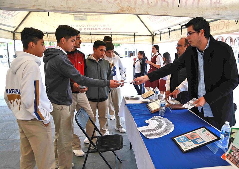 Participan estudiantes  en primera Feria Educativa Nivel Medio Superior