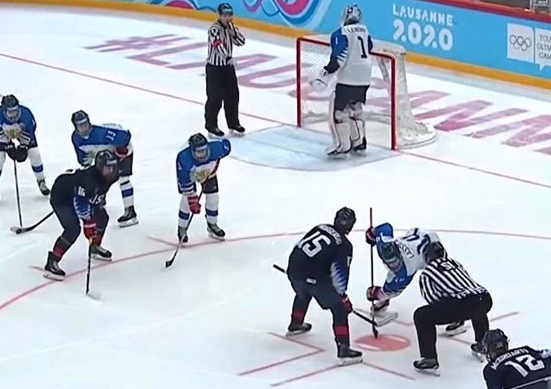 Jugadores y entrenadores se agarran a golpes en pleno partido de hockey