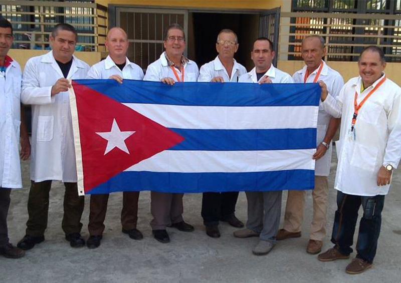 Médicos cubanos viajan rumbo a Italia para ayudar en enfrentamiento a COVID-19