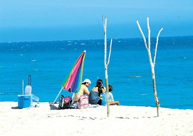 """""""Colocaremos letreros en  accesos a las playas para la Semana Santa"""": Javier Ontiveros"""