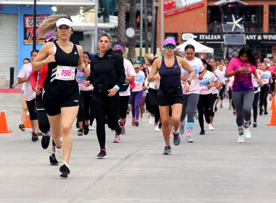 """Rompe récord """"Carrera Solo para Mujeres"""" en Los Cabos"""