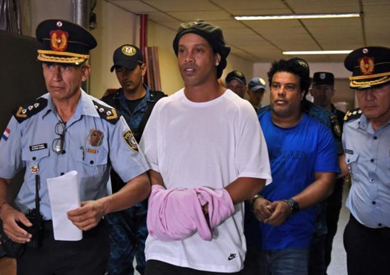 Fiscalía paraguaya ordena la detención de 4 personas por el caso de Ronaldinho