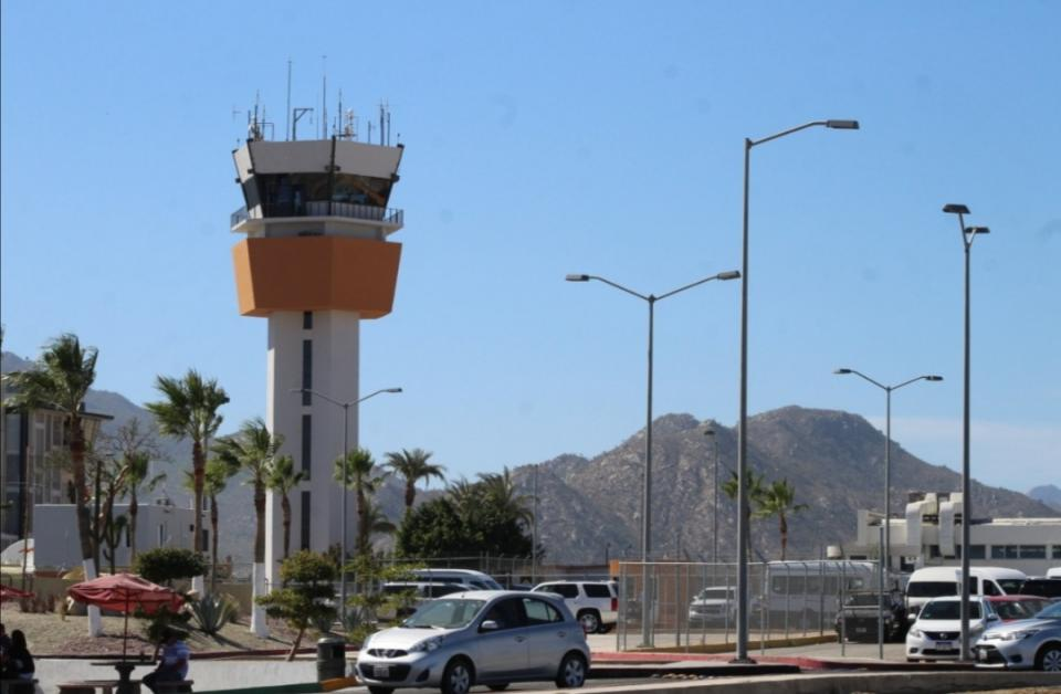 500 vuelos cancelados en Los Cabos