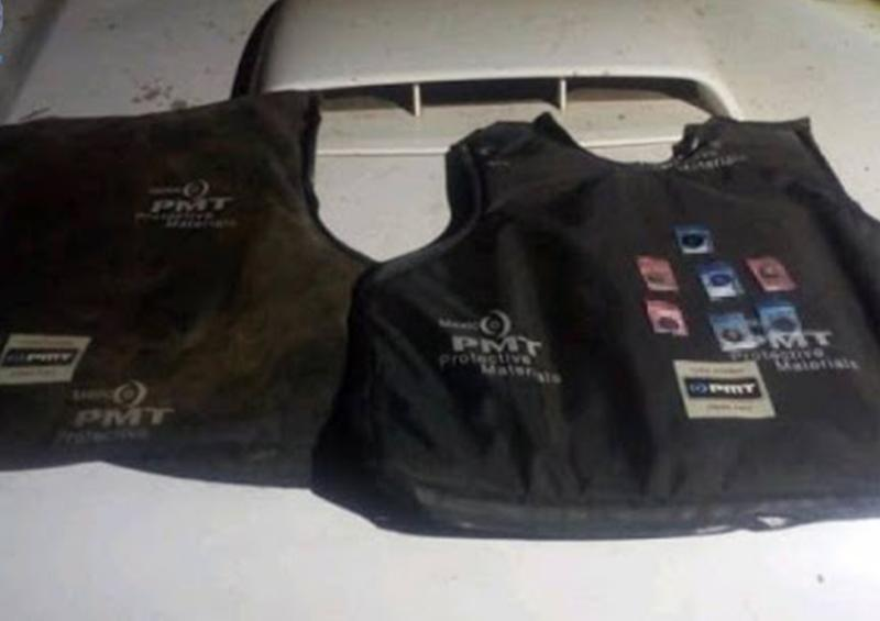 Aseguran droga en camioneta robada en Michoacán