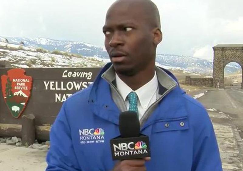 La cara de un periodista antes de huir de una manada de bisontes