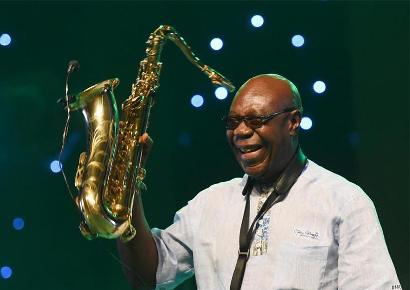 Muere por coronavirus el legendario saxofonista camerunés Manu Dibango